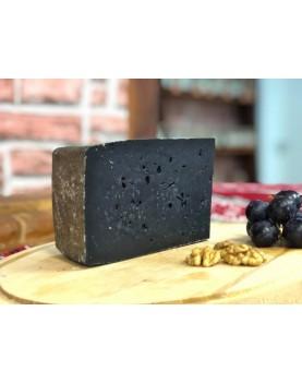 Brânză maturată neagră, cu cărbune
