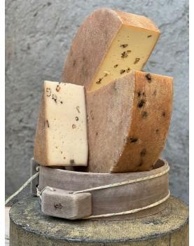 Brânză maturată cu nuci îmbibate în coniac