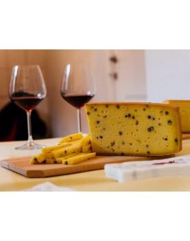 Brânză maturată cu piper verde